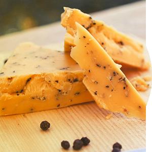 aito-cheddar-mustapippuri-jukolan-juusto