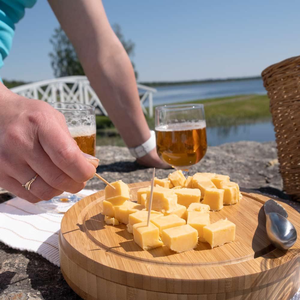 Juuston ja oluen maistelu kattaus